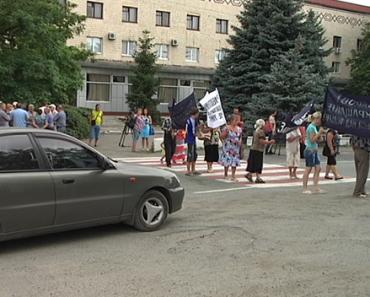 На Днепропетровщине селяне перекрыли дорогу из-за свиней (Видео,Фото)