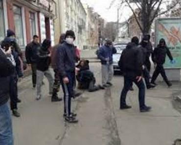 В Днепропетровске «Правый сектор» избивает местных жителей за другие взгляды (видео)