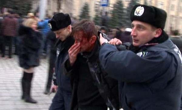 В Харькове штурмовали ОГА и избили сторонников Майдана. Среди них был писатель Сергей Жадан. / mediaport.ua