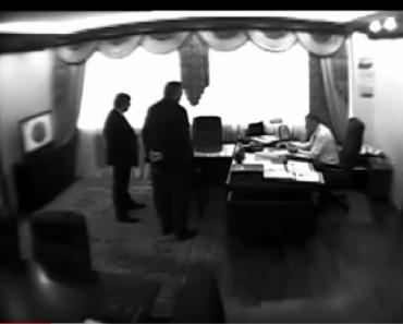 Опубликована запись со скрытой камеры в кабинете замглавы МВД Чеботаря (ВИДЕО)