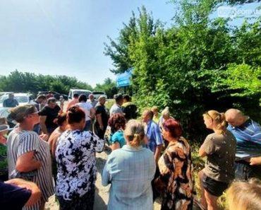 У Новомосковську, жителі блокували роботу ДТЕКу по заміні електромереж на мікрорайоні Кулебівка
