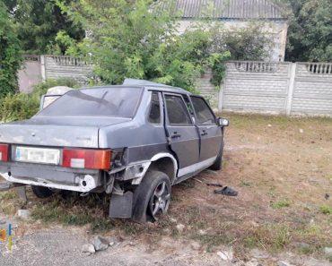 В Новомосковске ВАЗ вылетел с дороги и врезался в камень: водитель погиб, пассажир в реанимации